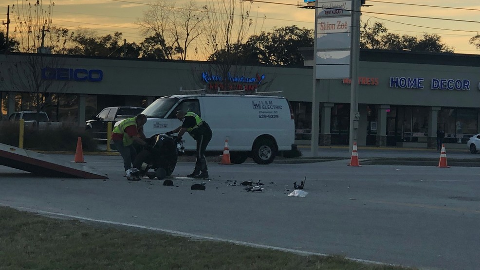 Accident Blocks 3 Lanes On Rivers Ave In North Charleston