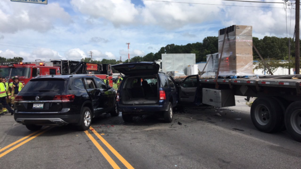 Police working 3-vehicle accident on Dorchester Road | WCIV