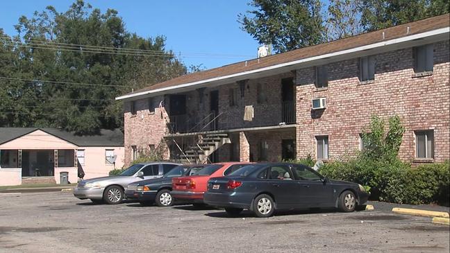 North Charleston apartment tenants say landlord not paying
